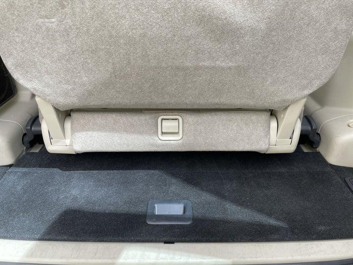 Mitsubishi Pajero-BOOT INSIDE VIEW