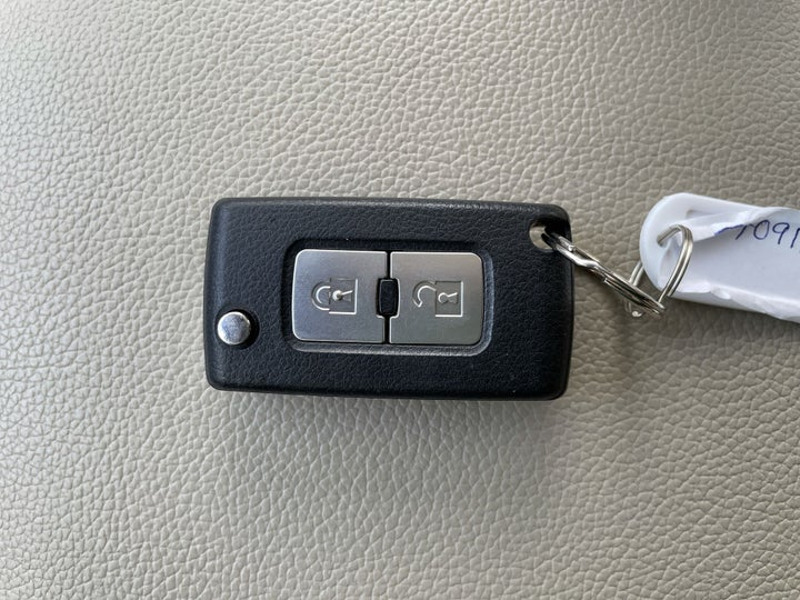 Mitsubishi Pajero-KEY CLOSE-UP