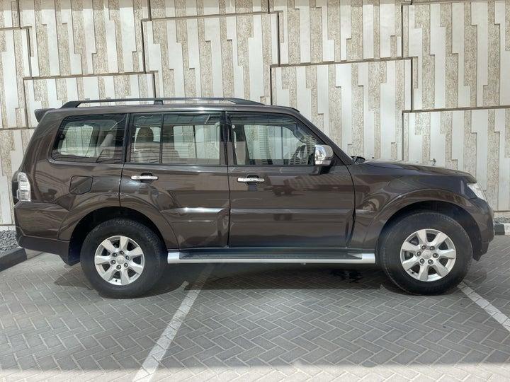 Mitsubishi Pajero-RIGHT SIDE VIEW