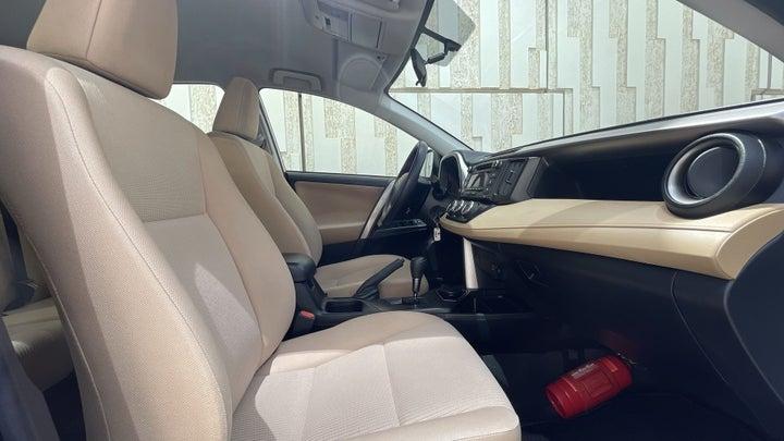 Toyota Rav4-RIGHT SIDE FRONT DOOR CABIN VIEW