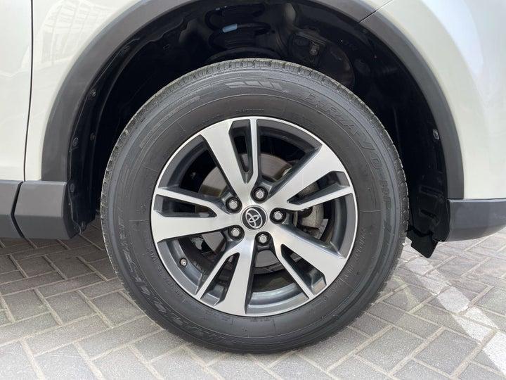Toyota Rav4-RIGHT FRONT WHEEL