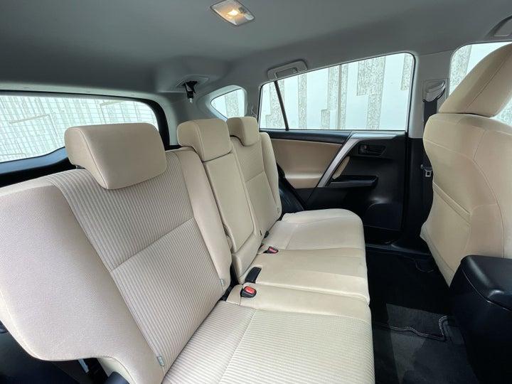 Toyota Rav4-RIGHT SIDE REAR DOOR CABIN VIEW