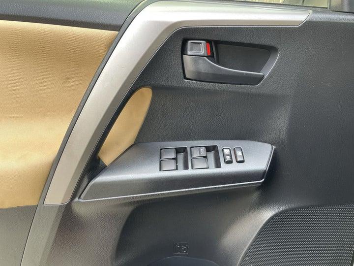 Toyota Rav4-DRIVER SIDE DOOR PANEL CONTROLS