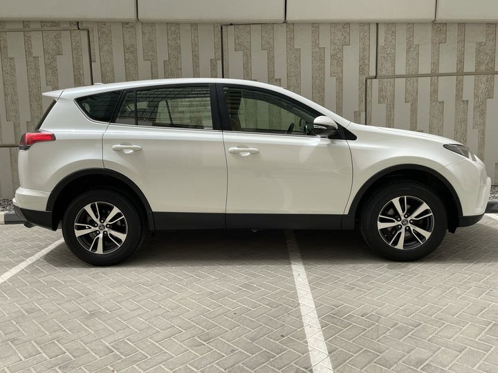 Toyota Rav4-RIGHT SIDE VIEW