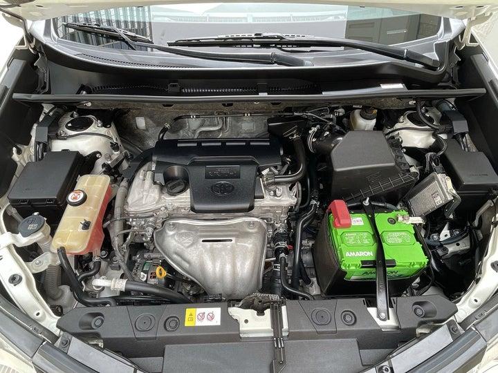 Toyota Rav4-OPEN BONNET (ENGINE) VIEW