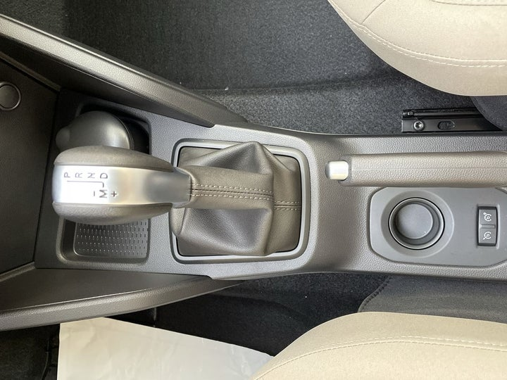 Renault Duster-GEAR LEVER