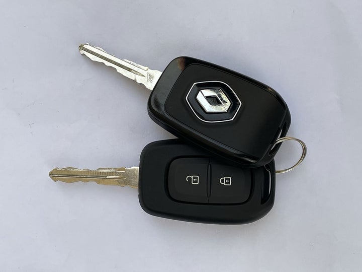 Renault Symbol-KEY CLOSE-UP