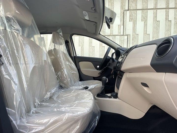 Renault Symbol-RIGHT SIDE FRONT DOOR CABIN VIEW