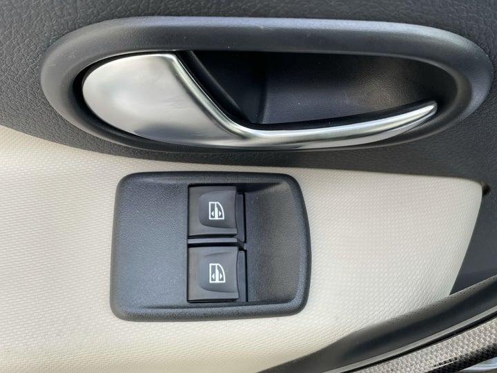 Renault Symbol-DRIVER SIDE DOOR PANEL CONTROLS