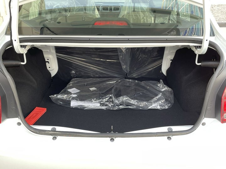 Renault Symbol-BOOT INSIDE VIEW
