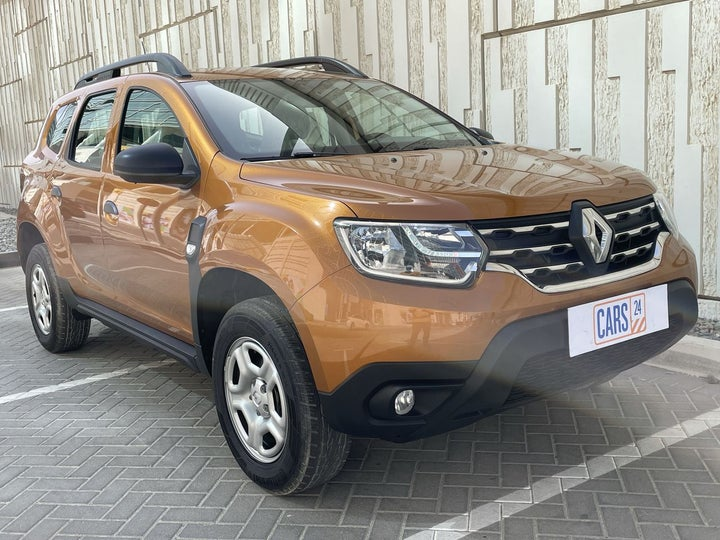 Renault Duster-RIGHT FRONT DIAGONAL (45-DEGREE) VIEW