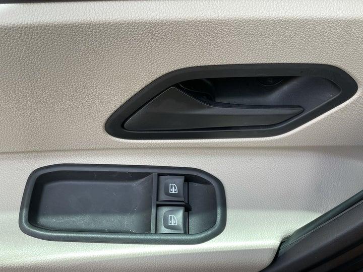Renault Duster-DRIVER SIDE DOOR PANEL CONTROLS