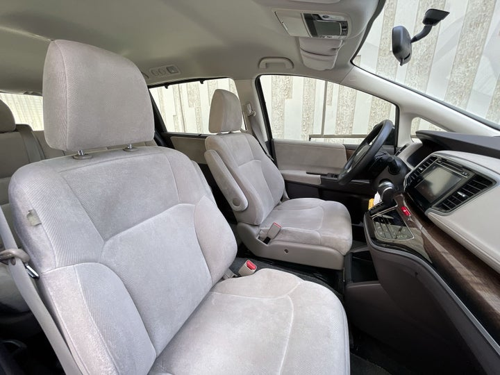 Honda Odyssey-RIGHT SIDE FRONT DOOR CABIN VIEW