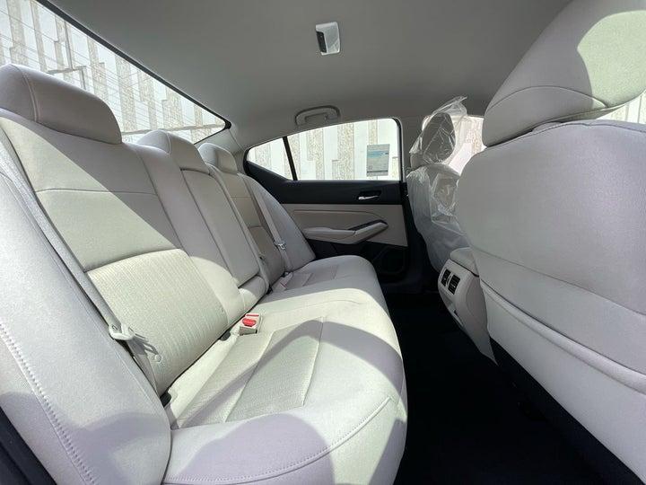 Nissan Altima-RIGHT SIDE REAR DOOR CABIN VIEW