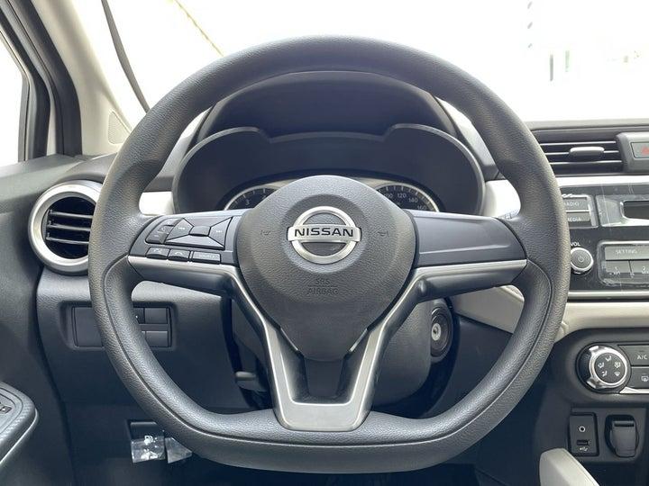 Nissan Sunny-STEERING WHEEL CLOSE-UP