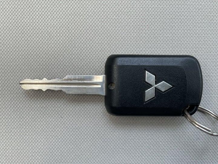 Mitsubishi Lancer-KEY CLOSE-UP