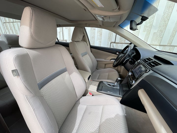 Toyota Aurion-RIGHT SIDE FRONT DOOR CABIN VIEW