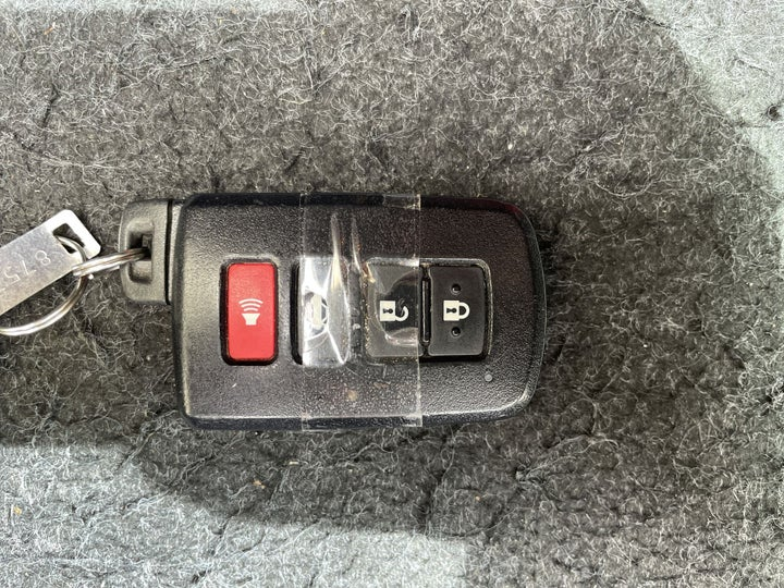 Toyota Aurion-KEY CLOSE-UP