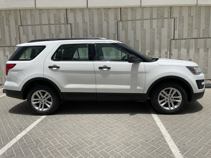 Ford Explorer-RIGHT SIDE VIEW