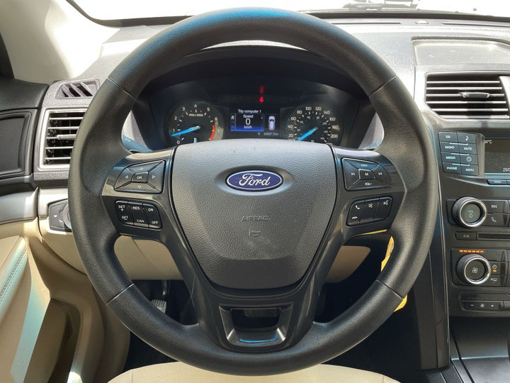 Ford Explorer-STEERING WHEEL CLOSE-UP