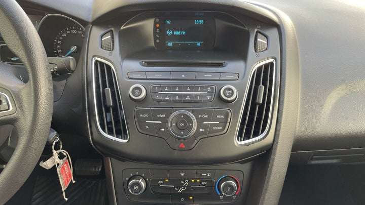 Ford Focus-CENTER CONSOLE