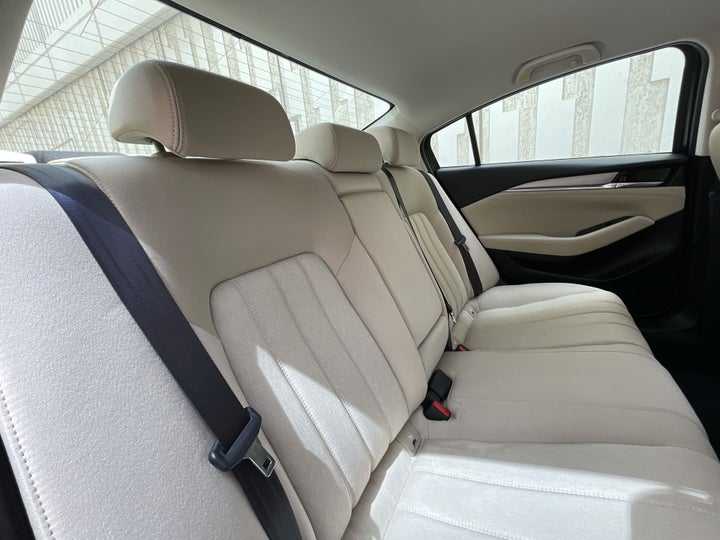 Mazda 6-RIGHT SIDE REAR DOOR CABIN VIEW