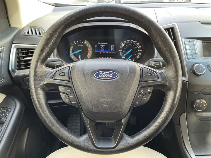 Ford Edge-STEERING WHEEL CLOSE-UP