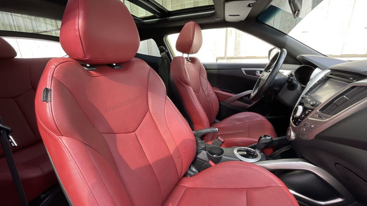 Hyundai Veloster-RIGHT SIDE FRONT DOOR CABIN VIEW