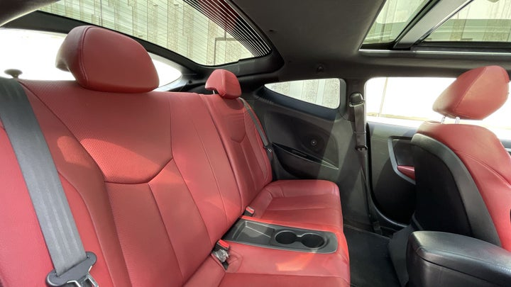 Hyundai Veloster-RIGHT SIDE REAR DOOR CABIN VIEW
