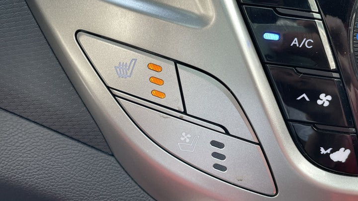 Hyundai Veloster-HEATED SEATS