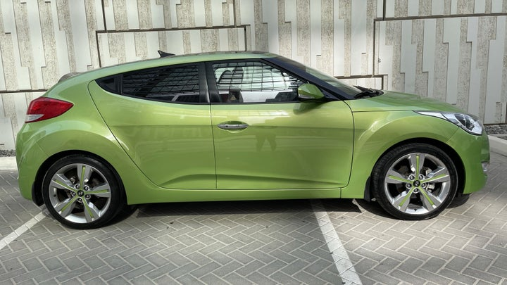 Hyundai Veloster-RIGHT SIDE VIEW
