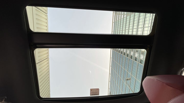 Hyundai Veloster-INTERIOR SUNROOF / MOONROOF