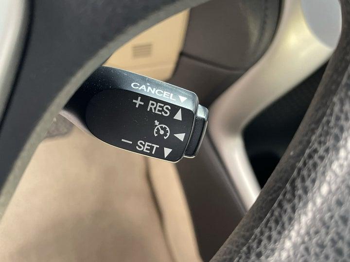 Toyota Yaris-CRUISE CONTROL