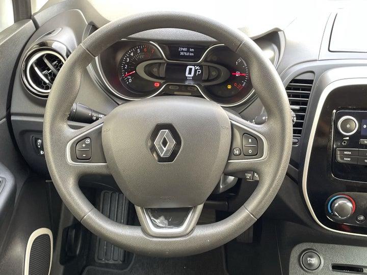 Renault Captur-STEERING WHEEL CLOSE-UP