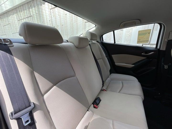 Mazda 3-RIGHT SIDE REAR DOOR CABIN VIEW