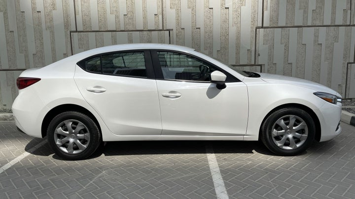 Mazda 3-RIGHT SIDE VIEW