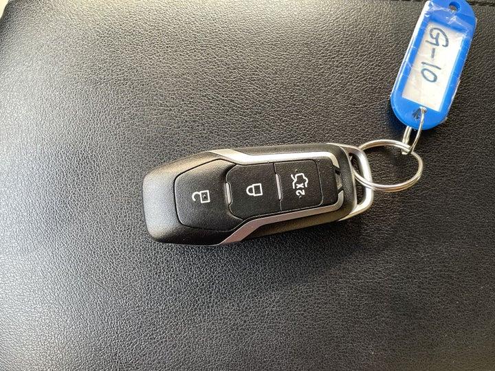 Ford Edge-KEY CLOSE-UP