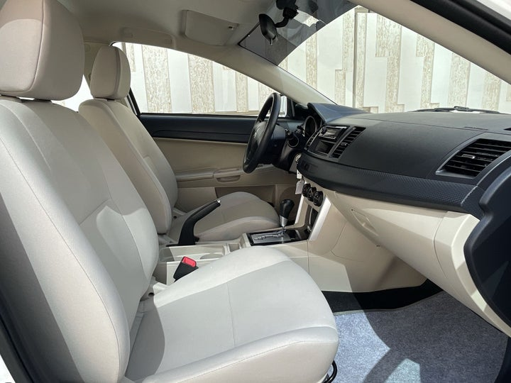 Mitsubishi Lancer-RIGHT SIDE FRONT DOOR CABIN VIEW