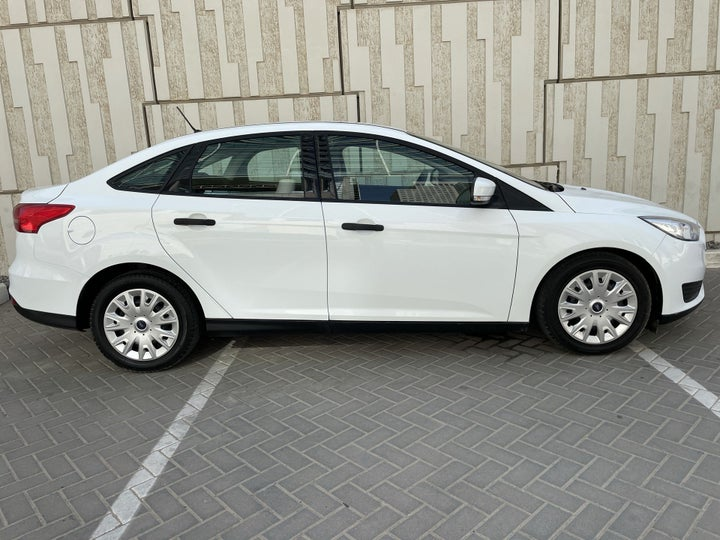Ford Focus-RIGHT SIDE VIEW