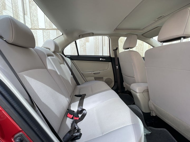 Mitsubishi Lancer-RIGHT SIDE REAR DOOR CABIN VIEW