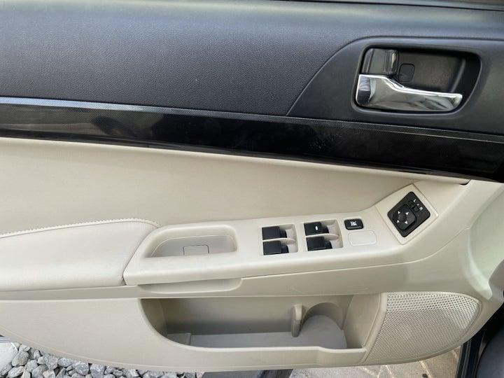 Mitsubishi Lancer-DRIVER SIDE DOOR PANEL CONTROLS