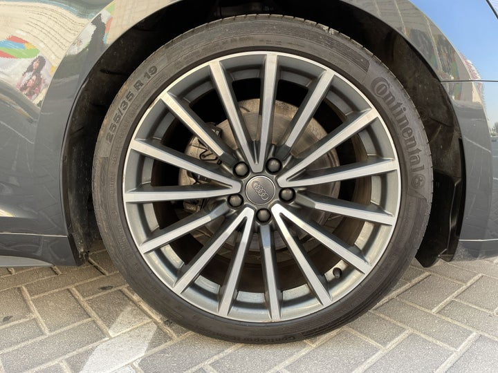Audi A5-RIGHT FRONT WHEEL