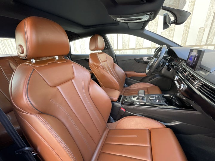 Audi A5-RIGHT SIDE FRONT DOOR CABIN VIEW