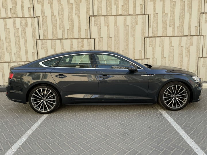 Audi A5-RIGHT SIDE VIEW