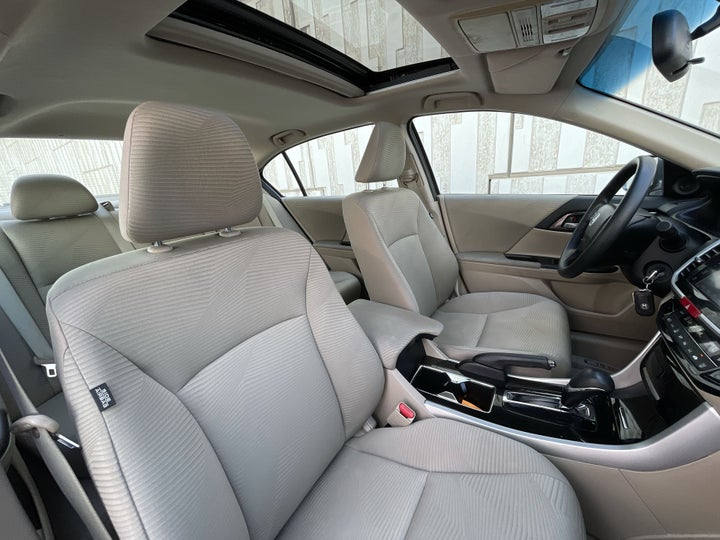 Honda Accord-RIGHT SIDE FRONT DOOR CABIN VIEW