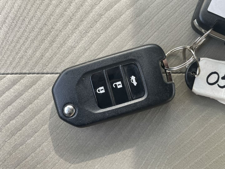 Honda Accord-KEY CLOSE-UP