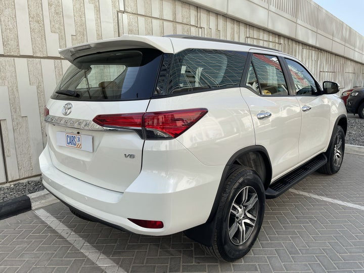 Toyota Fortuner-RIGHT BACK DIAGONAL (45-DEGREE VIEW)