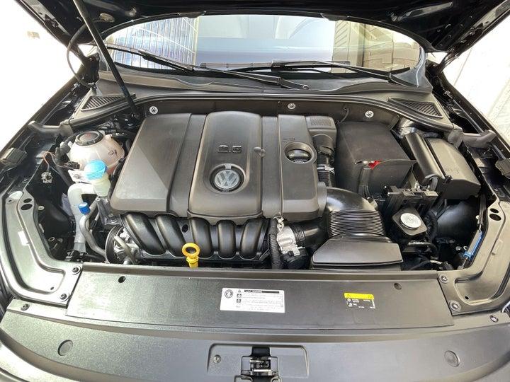 Volkswagen Passat-OPEN BONNET (ENGINE) VIEW