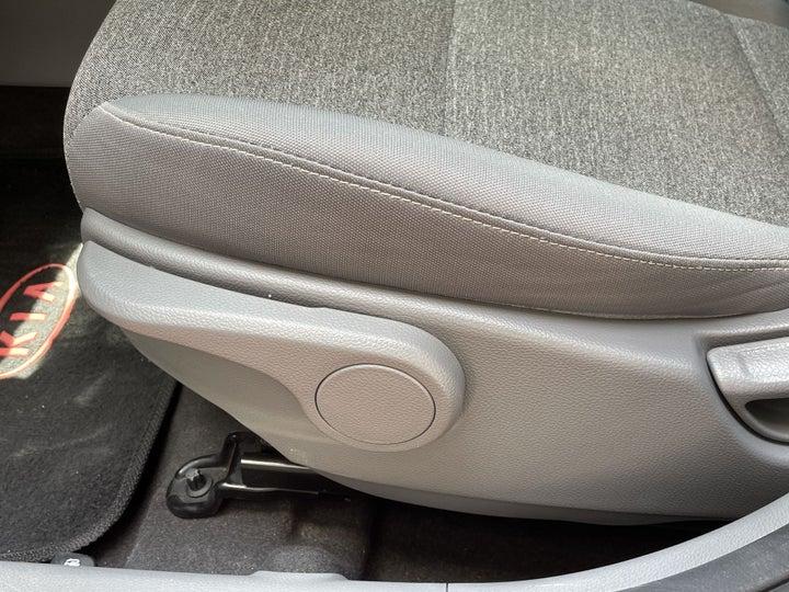 Kia Picanto-DRIVER SIDE ADJUSTMENT PANEL