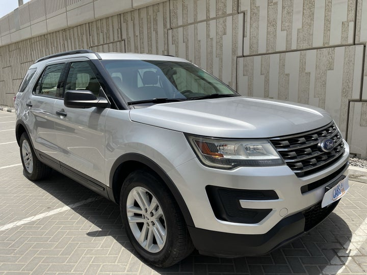 Ford Explorer-RIGHT FRONT DIAGONAL (45-DEGREE) VIEW